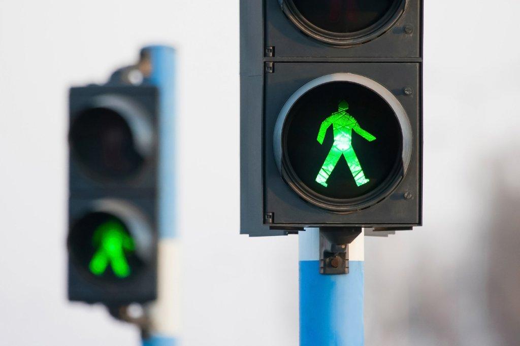 seguridad vial para peatones cruzar semaforos